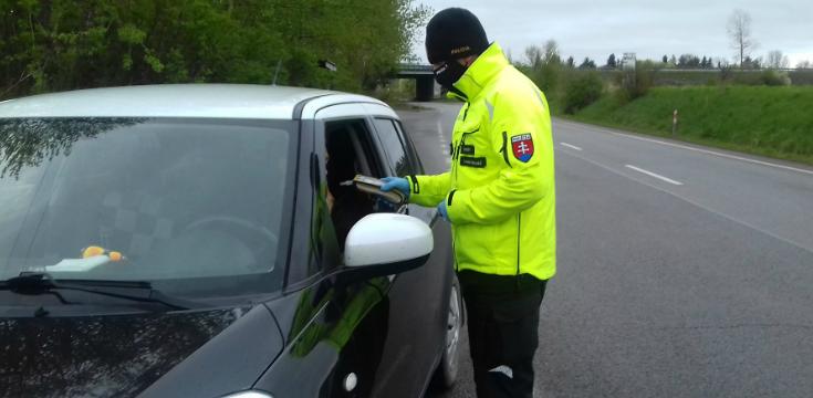 po slovensku sa pohybuje falosny policajt
